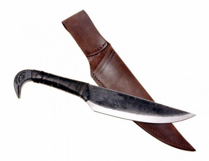 Hand geschmiedetes Messer mit Vogelkopf-griff im Stil des Mittelalters mit scheide