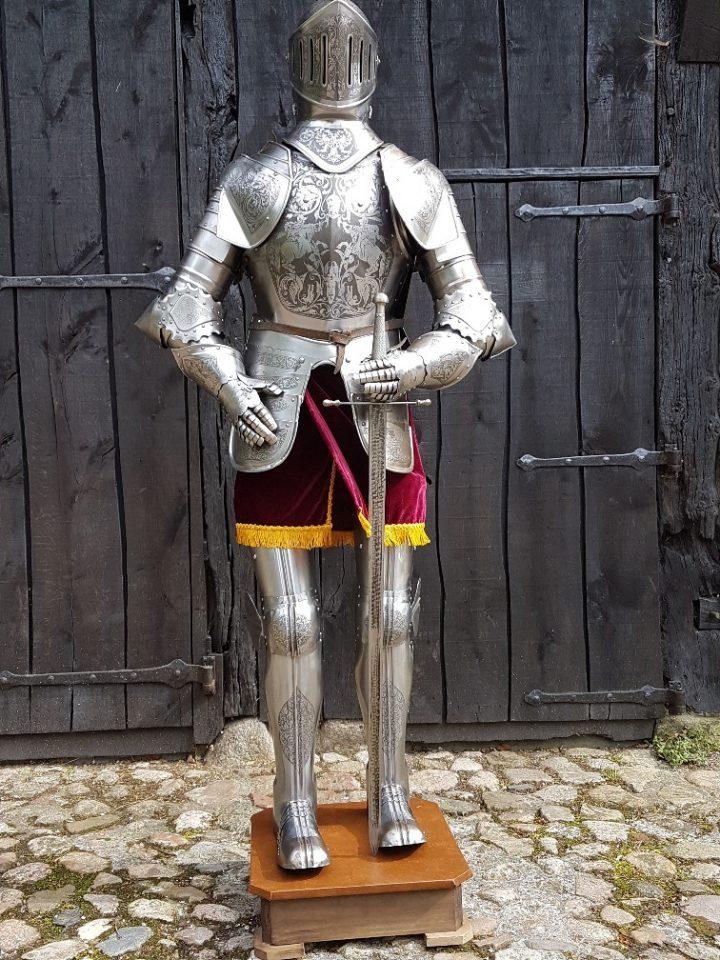 Harnas - Ridder Nr: 3 - gegraveerd met Zwaard