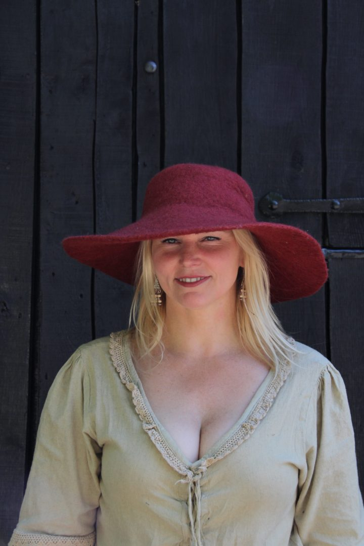 Elegante Hoed Gevilt Rood