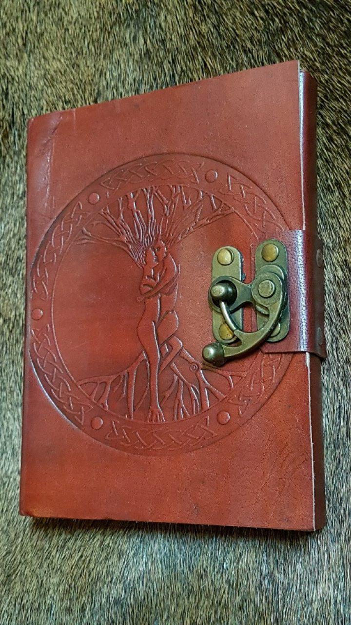 Mittelalter Lederbuch mit Lebensbaum Ygdrasil und Verschluß