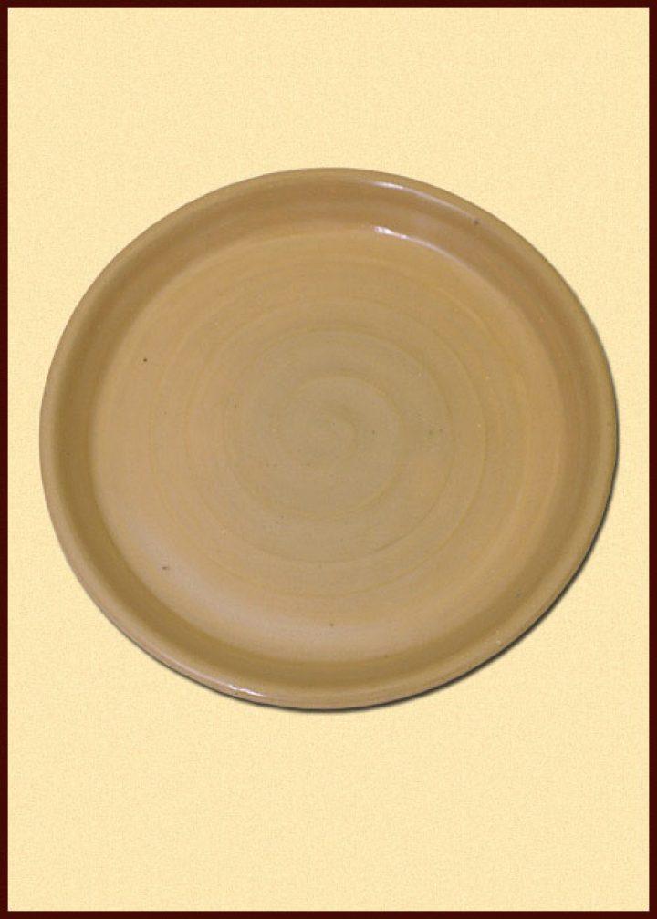 Hochmittelalterlicher Essteller aus Ton, transparent, 22 cm.