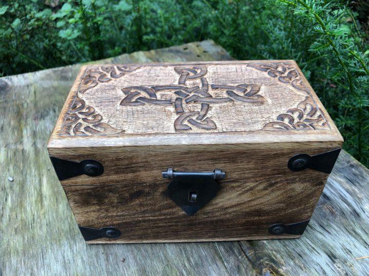 Mittelalter Holzkiste mit Keltischem Kreuz Klein