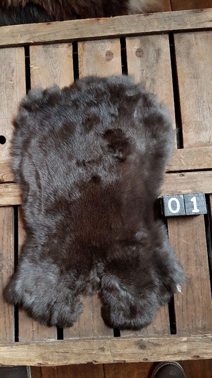 Konijnenvacht Donkere kleur Large +/- 45 x 30 cm