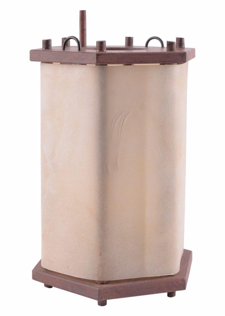 Middeleeuwse houten lamp met pendel
