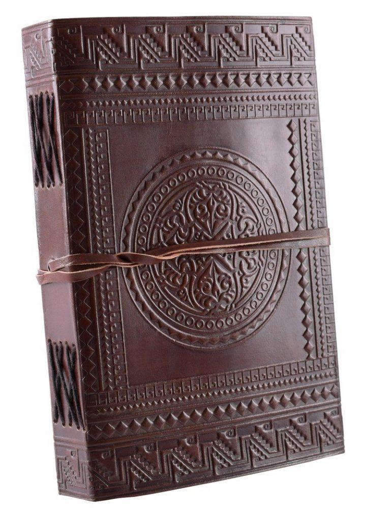 Leder Buch mit Mittelalter Motiv
