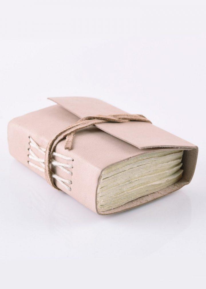 Kleines Notizbuch mit Ledereinband