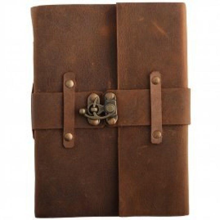 Mittelalterliches Notizbuch mit Ledereinband und Verschluss