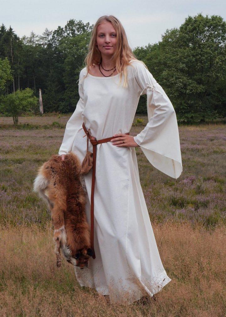 Middeleeuwse Dames Onderjurk in Natuur