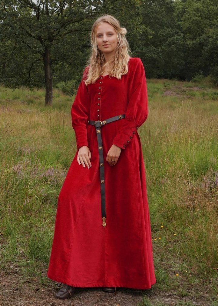 Middeleeuse Jurk in Rood Fluweelstof 13e-15e eeuws