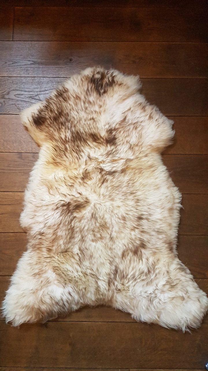 Schaffell - Schafspelz - Mouflon +/- 115 x 70 cm