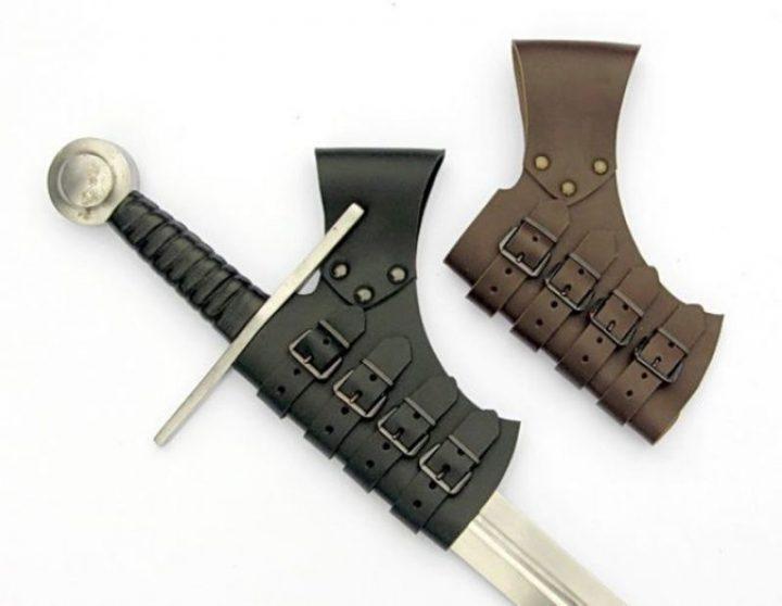 Schwertscheide in Braun