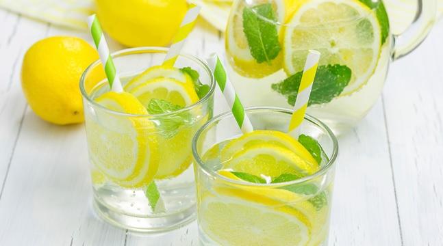 40 Benefits of Lemon Water For Health, Beauty (#1 Detox)