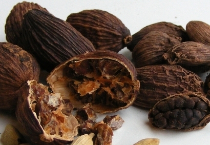 20 Health Benefits of Black Cardamom (#1 Top Beauty Tricks)