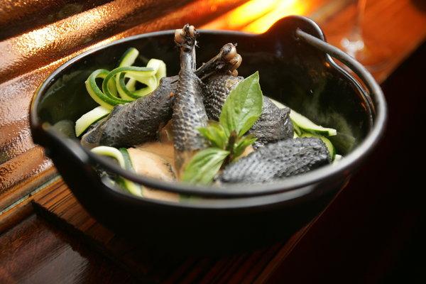 16 Best Benefits of Black Chicken (#1 Protein Source)