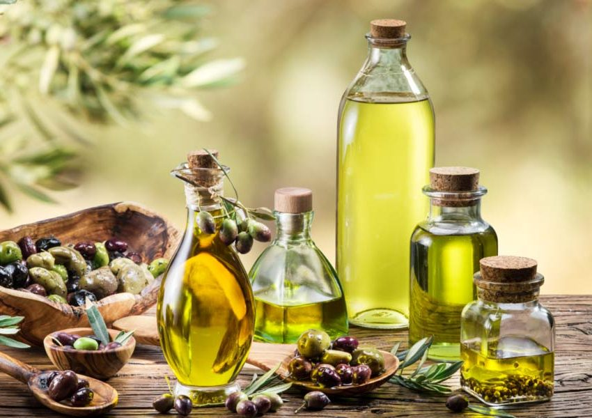 15 Benefits of Applying Olive Oil On Skin #1 Beauty Treatment