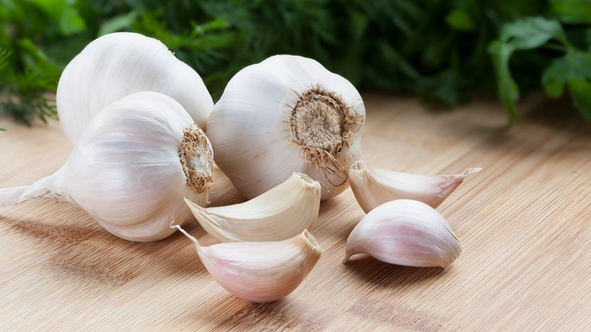 15 Health Benefits of Eating Fresh Garlic (No. 1 is Shocking)