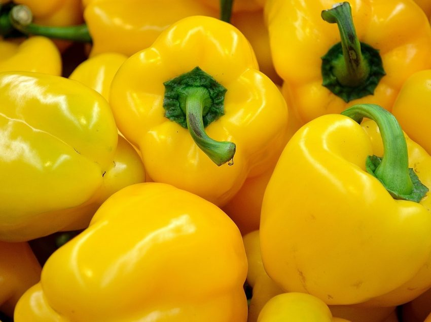 17 Health Benefits of Yellow Bell Pepper (No.11 is Incredible)
