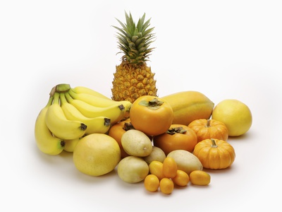 8 Health Benefits of Eating Yellow Fruits in Daily Routine