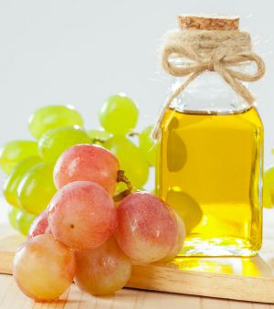 6 Health Benefits of Grapeseed Oil for Hair and How to Use it