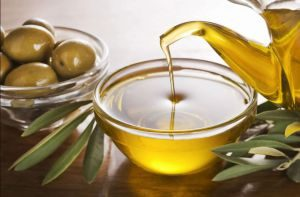 health benefits of extra virgin olive oil on hair