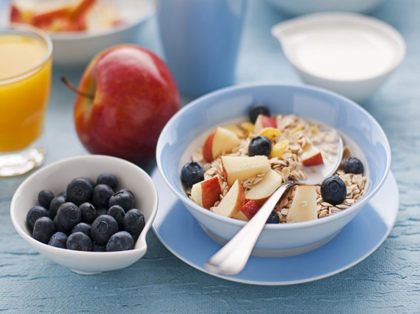 8 Health Benefits of Having Fruits for Breakfast Everyday