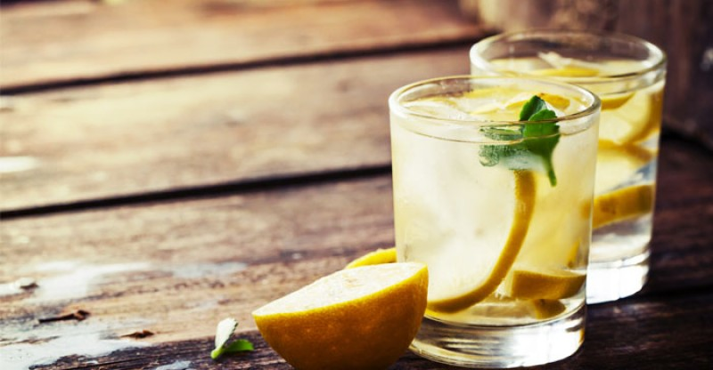 23 Research-Based Health Benefits of Water with Lemon Slices