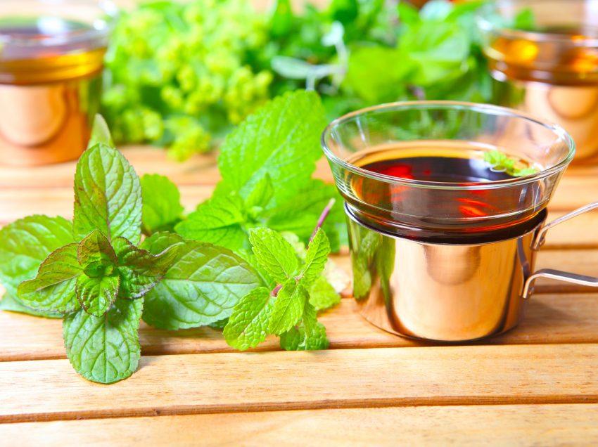 12 Super Health Benefits of Lemon Balm Tea