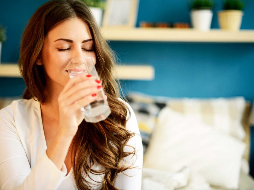 12 Health Benefits of Drinking 2 Glasses of Water in the Morning