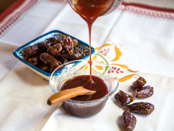 12 Jaw-Dropping Health Benefits of Dates with Honey