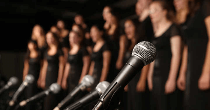 8 Health Benefits of Group Singing for Mental Health and Well Being