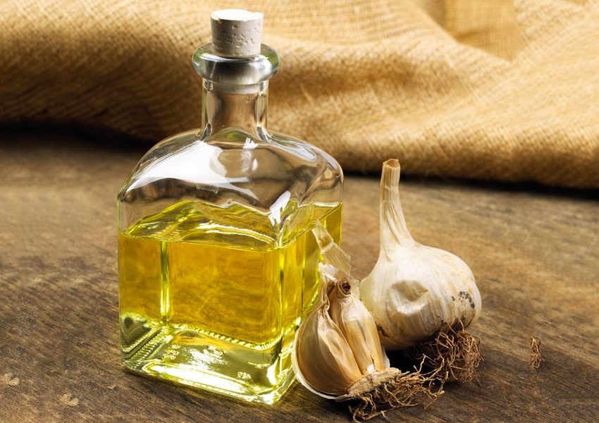 10 Health Benefits of Garlic Infused Olive Oil (No. 3 is Best!)