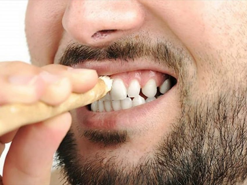 22 Proven Benefits of Miswak for Oral Care