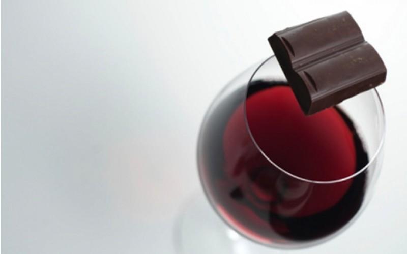 14 Health Benefits of Dark Chocolate and Red Wine