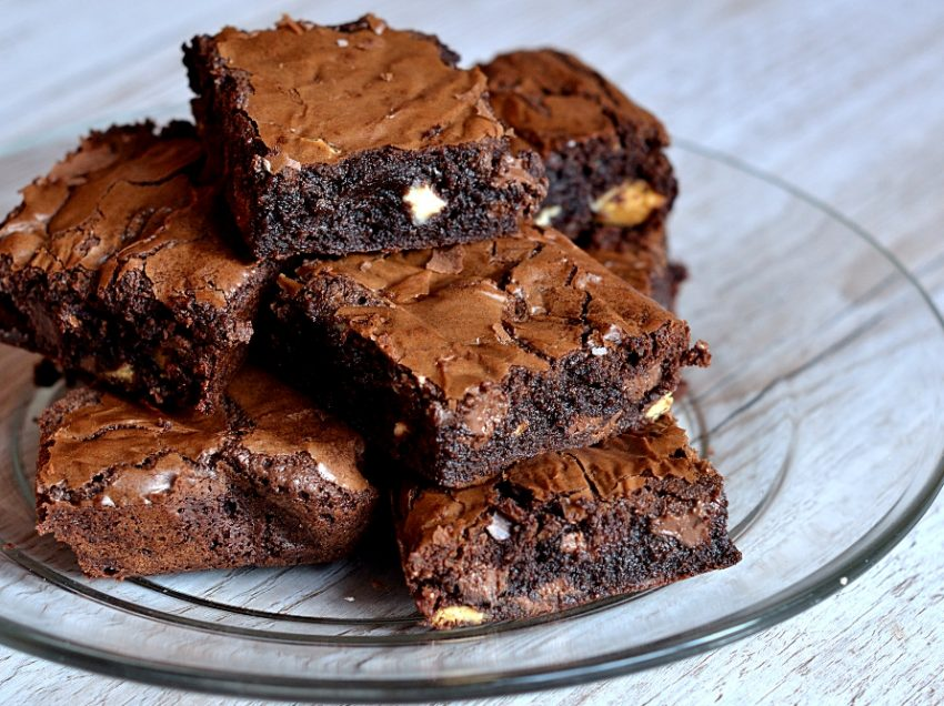 9 Health Benefits of Chocolate Brownies – Healthy and Tasty Snack