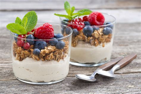 12 Health Benefits of Greek Yogurt and Granola For Diet