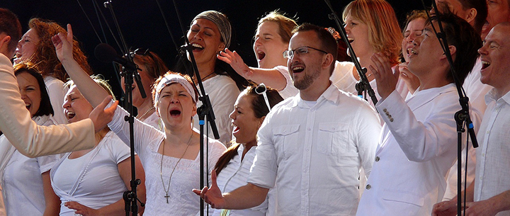 Singing Your Heart Out Has Surprising Psychological Benefits!
