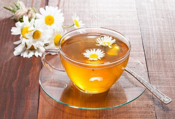 6 Scientifically Proven Chamomile Tea Benefits for Skin Lightening