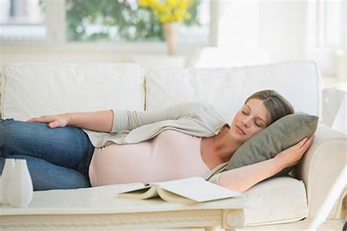 11 Wonderful Benefits of Lying on Your Left Side When Pregnant