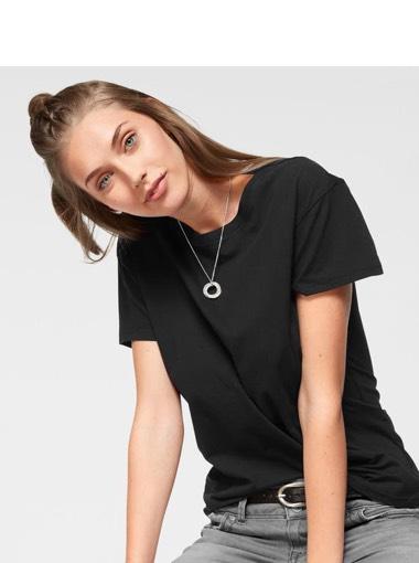 Schwarze Shirts