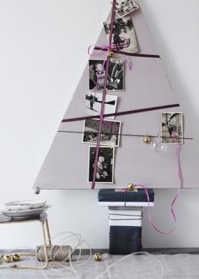Weihnachtsbaum aus Pappe mit Familienbildern
