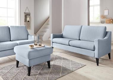 Blaue Sofas und Couches