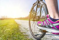 Fahrrad mit pinken Schuh