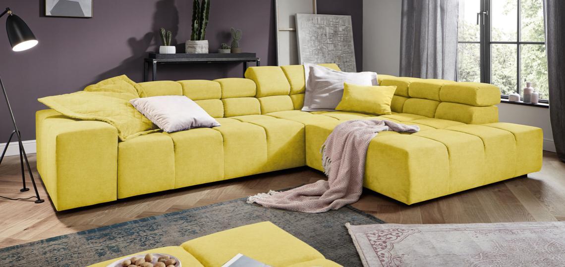 Gelbes Sofa