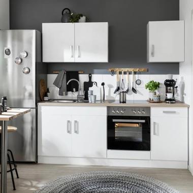 Küchenzeilen mit E-Geräten
