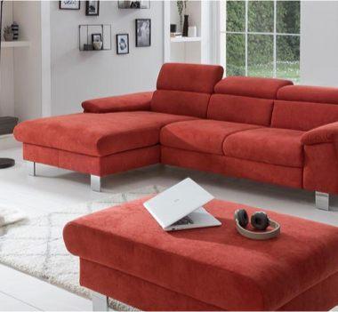 Rote Landhaus-Sofas