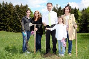 Mai 2012: Baumpflanzaktion Eugendorf bei Salzburg