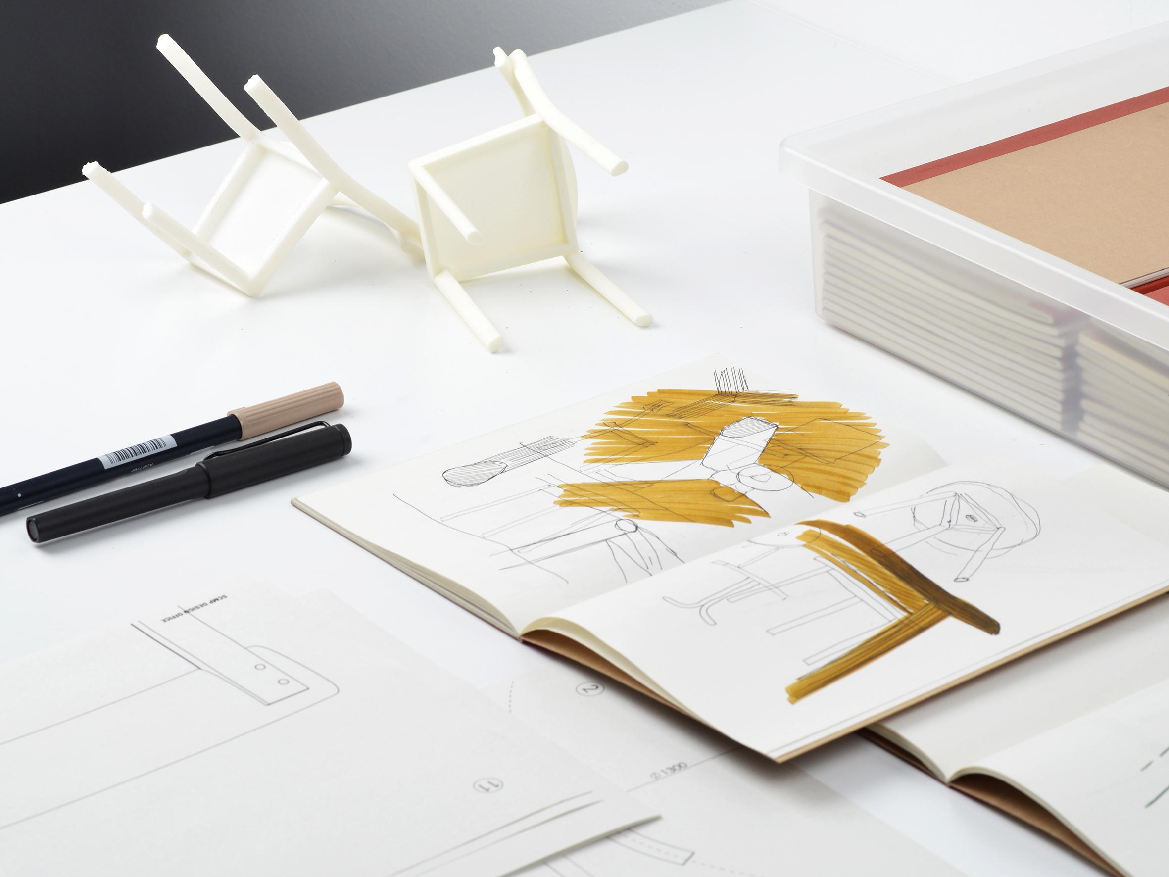 Avec la Galta, SCMP Design Office repense la chaise de bistrot classique.