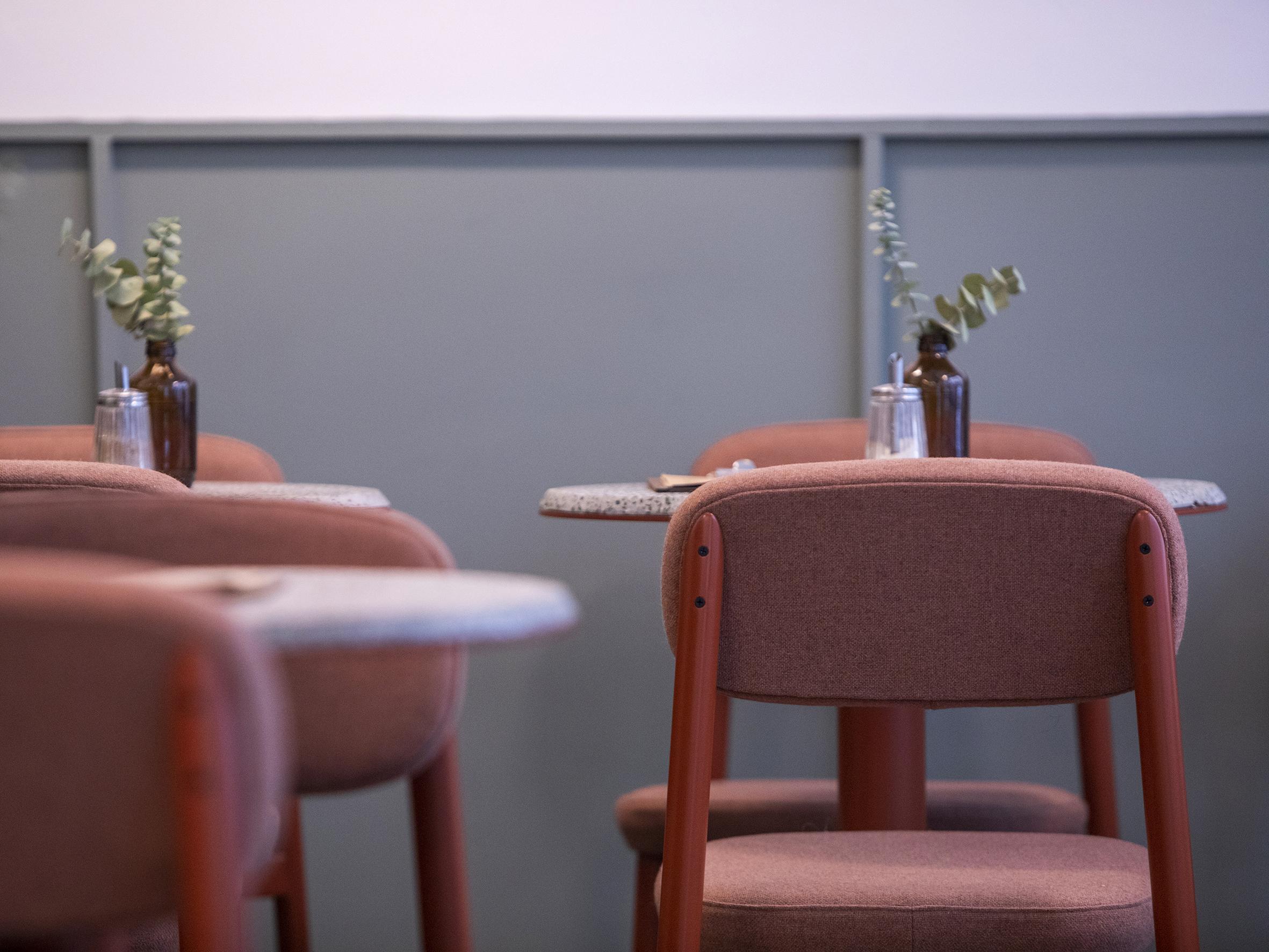 La collection Residence comprend des assises à la ligne très graphique et aux coussins épais et généreux.