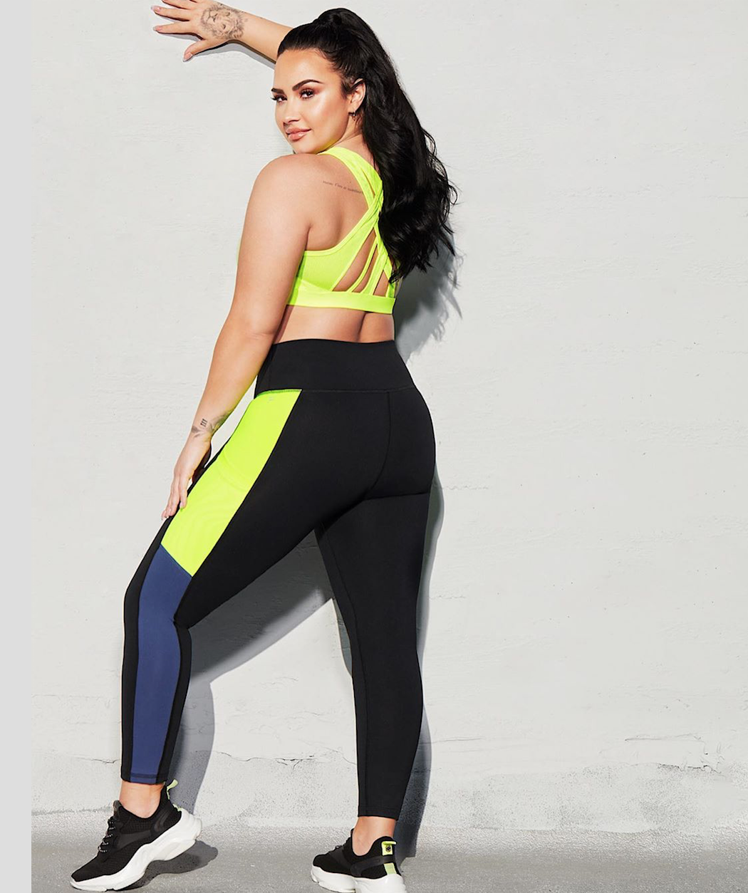 Demi Lovato Shows Off Smoking Body In Tight Yoga Pants Facebook gives people the power to share. smoking body in tight yoga pants