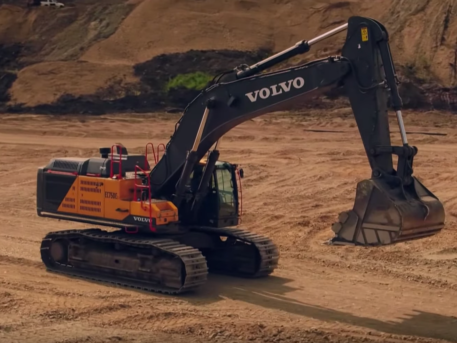 Gold Rush Parker Schnabel Brings In The Biggest Excavator You Ve Ever Seen